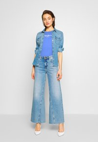 Pepe Jeans - VIRGINIA NEW - T-shirts med print - ultra blue - 1