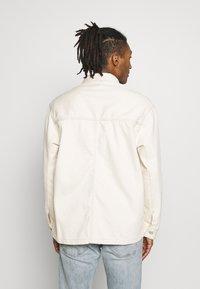 Tommy Jeans - OVERSIZE WORKWEAR JACKET - Denim jacket - work ecru rig - 2