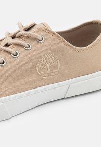 Timberland - UNION WHARF 2.0 EK LOGO - Sneakers - light beige - 5