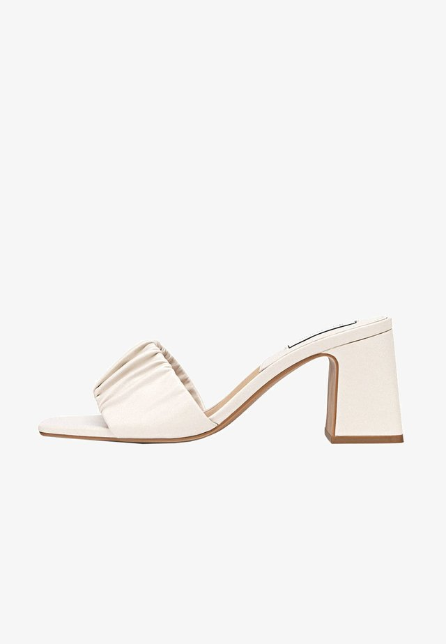 Sandaalit nilkkaremmillä - off-white