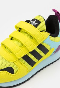 adidas Originals - ZX 700 HD UNISEX  - Trainers - acid yellow/core black/haze sky - 5