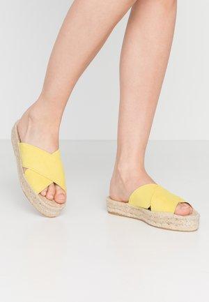 CROSSED FLAT PLATEAU - Pantofle - limone
