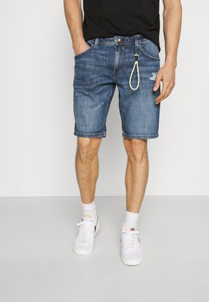 REGULAR FIT SLUB - Džínové kraťasy - destroyed mid stone blue denim
