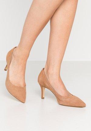 ANDINA - Classic heels - camel