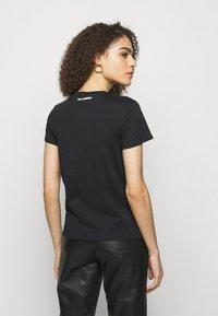 KARL LAGERFELD - BOUCLE PROFILE  - Print T-shirt - black - 2
