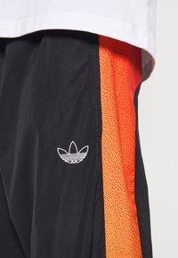 adidas Originals - SPRAY UNISEX - Pantaloni sportivi - black - 5