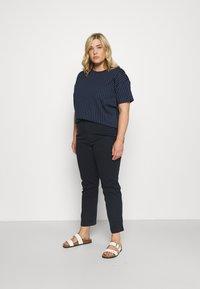 Lauren Ralph Lauren Woman - LAFREYA SHORT SLEEVE - T-shirt basic - french navy/pale cream - 1