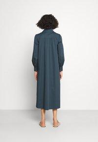 Tory Burch - ARTIST DRESS - Shirt dress - dark chambray - 2