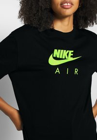 Nike Sportswear - AIR TOP  - T-Shirt print - black/volt - 4