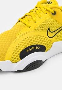 Nike Performance - SUPERREP GO 2 - Gym- & träningskor - bright citron/black/white - 5