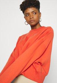 Nike Sportswear - CREW TREND - Sweatshirts - mantra orange/white - 3