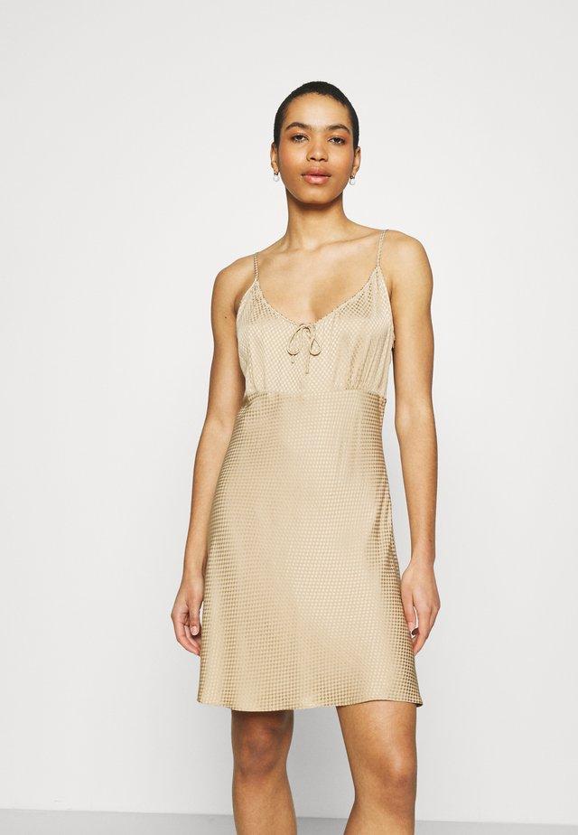 KAROW - Korte jurk - havane