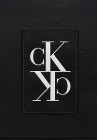 Calvin Klein Jeans - SPORT ESSENTIALS  DUFFLE  - Sportovní taška - black - 7