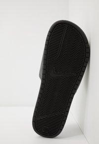 Nike Sportswear - BENASSI JDI - Badsandaler - black/laser orange/iron grey - 4