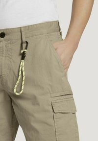 TOM TAILOR DENIM - Shorts - smoked beige - 4