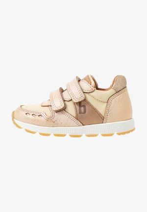 LUNA SHOE - Sneakers laag - gold