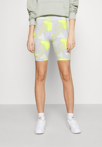 Shorts - barely green