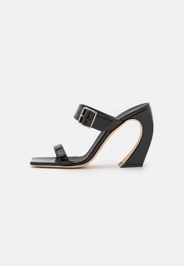 Pantofle na podpatku - vernice nero