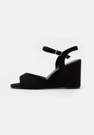 PEACH WIDE - Korolliset sandaalit - black