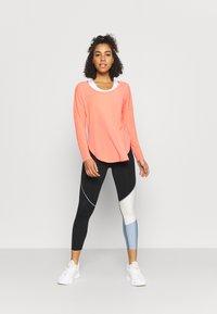 GAP - BREATHE - Long sleeved top - coral reef neon - 1