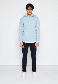 TOM TAILOR DENIM - PIERS - Slim fit jeans - blue/black denim - 1