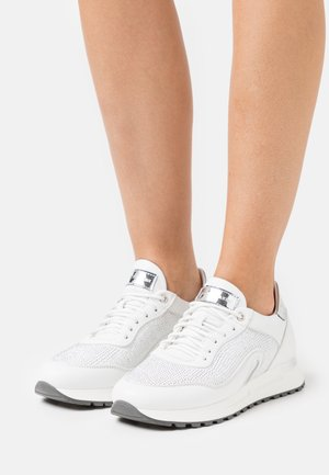 GLORY - Trainers - bianco/argento