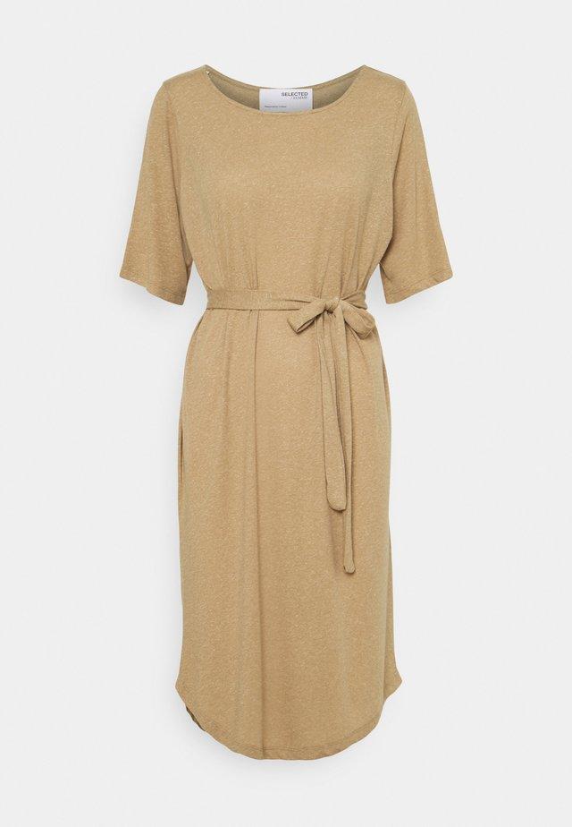 SLFIVY BEACH DRESS SOLID - Žerzejové šaty - kelp