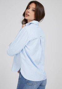 Guess - Button-down blouse - mehrfarbig, grundton blau - 2