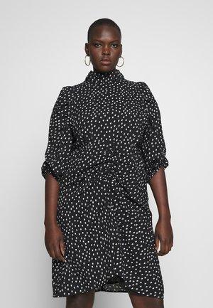 HIGH NECK RUCHED DETAIL SPOT DRESS - Denní šaty - mono