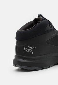 Arc'teryx - AERIOS FL MID GTX M - Chaussures de marche - black/cinder - 5