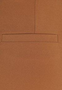 Part Two - EDDA - Broek - hazel brown - 2