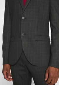 Isaac Dewhirst - CHECK SUIT SET - Garnitur - grey - 6