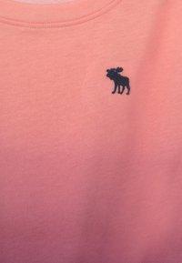 Abercrombie & Fitch - TIE FRONT  - Triko spotiskem - pink - 2