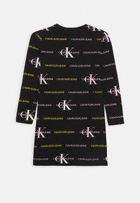 Calvin Klein Jeans - MIX LOGO DRESS - Vestito di maglina - black - 3