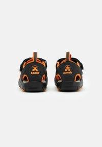 Kamik - CRAB UNISEX - Sandales de randonnée - black/orange/charcoal - 2