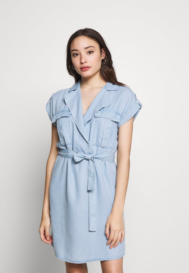 NMVERA ENDI DRESS - Dongerikjole - light blue