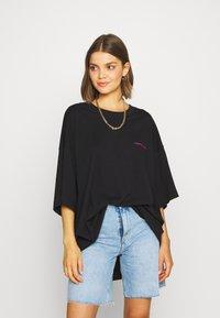 Weekday - HUGE DRESS - Jerseykjole - black - 0