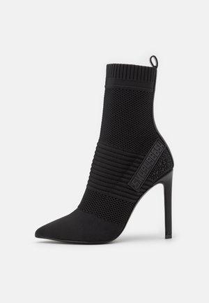 DANZER - Korte laarzen - black
