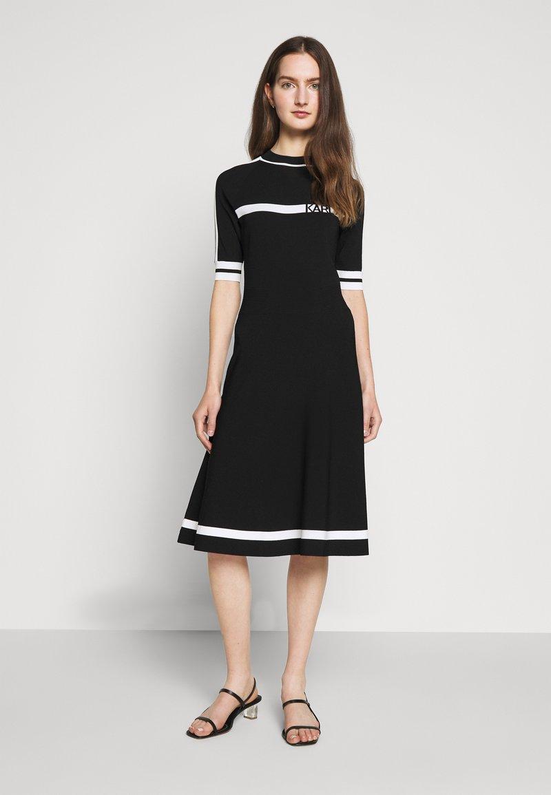 KARL LAGERFELD - DRESS LOGO - Pletené šaty - black/white