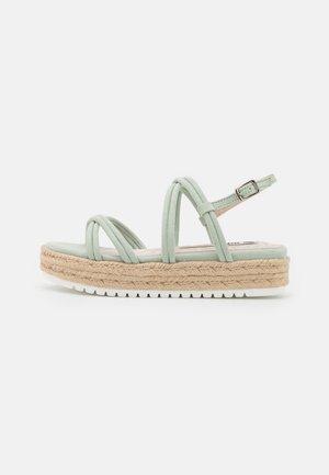 AMELIE - Sandály na platformě - menta