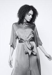 Diane von Furstenberg - BELTED SHIRT DRESS - Juhlamekko - tanzanite - 4