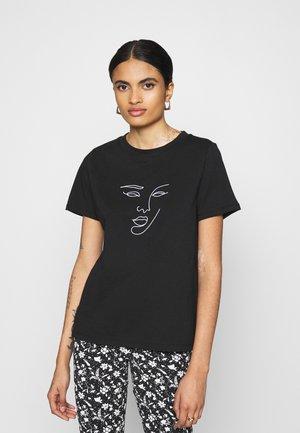 PCMANYMA TEE - T-shirts print - black
