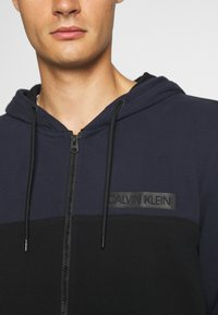 Calvin Klein - COLOR BLOCK ZIP THROUGH HOODIE - Felpa aperta - blue - 5