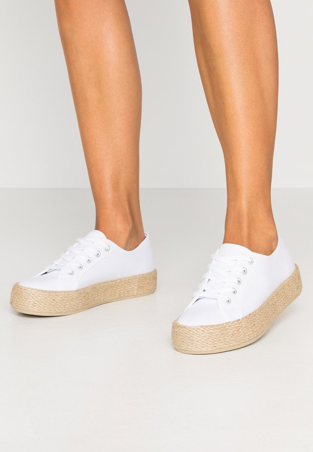 TRAINERS - Espadrilles - white