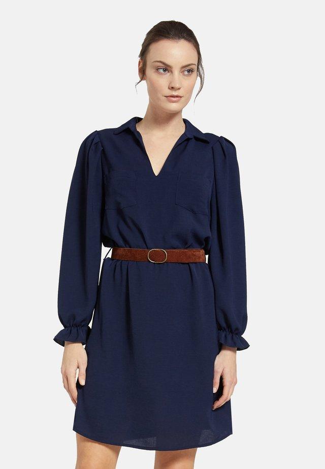 MIT GÜRTEL - Day dress - blue
