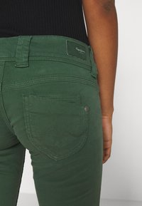 Pepe Jeans - VENUS - Trousers - bottle green - 4