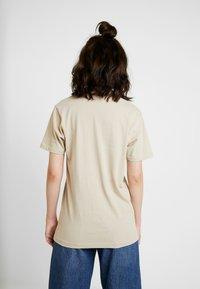 Merchcode - LADIES HAPPY WEEKEND TEE - Print T-shirt - sand - 2