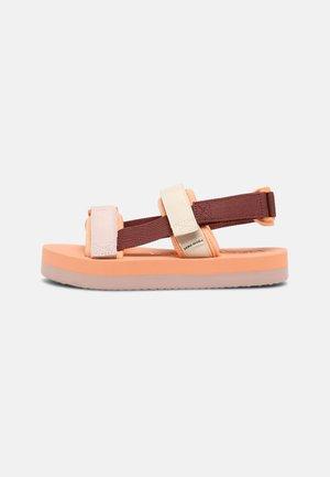 VMLIA - Sandály na platformě - sable