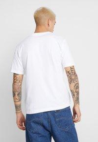 Calvin Klein Jeans - MIRRORED MONOGRAM TEE - T-shirt con stampa - bright white/black - 2