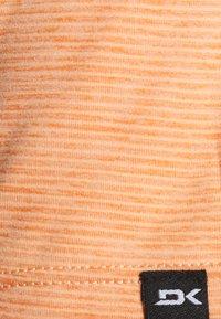 Dakine - CADENCE - Print T-shirt - papaya - 6